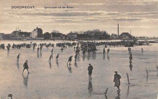 Ansichtkaart Dordrecht IJs vermaak op de rivier Winter Schaatsen HC12840