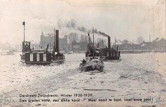 Ansichtkaart Dordrecht Zwijndrecht Winter 1938 - 1939 Veerpont met IJs breker Type fotokaart Binnenvaart schepen Scheepvaart Pont  HC12841