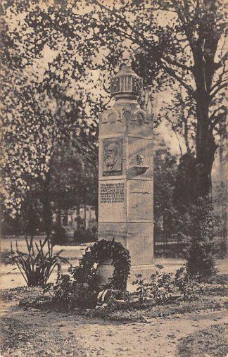 Ansichtkaart Dordrecht Monument H.J. Wichers in park Merwesteyn 1945 HC12981
