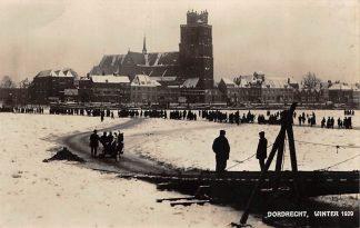 Ansichtkaart Dordrecht Winter 1929 Rivier met volk op het ijs (kaart is uit 1933) HC13031