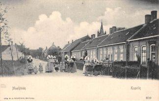 Ansichtkaart Kapelle Maalstede Kinderen en vrouwen in klederdracht en kinderwagen HC13110