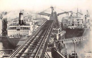 Ansichtkaart Rotterdam Graan Elevator Maatschappij (G.E.M.) N.V. Schepen Louis Maersk en Cetra Lyra CDunkerque Scheepvaart HC13131