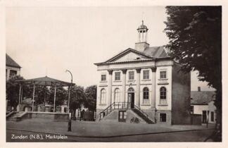 Ansichtkaart Zundert Marktplein Gemeentehuis en muziektent HC13215