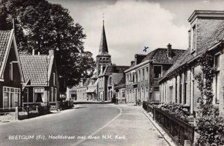 Ansichtkaart Beetgum Hoofdstraat met toren N. Hervormde Kerk 1959 Friesland  HC13219