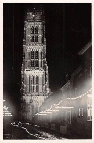 Ansichtkaart Zaltbommel 1100-jarig bestaan september 1950 Nieuwstraat met verlichte St. Maartenstoren HC13556