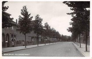 Ansichtkaart Waalwijk Julianastraat 1950 HC13811