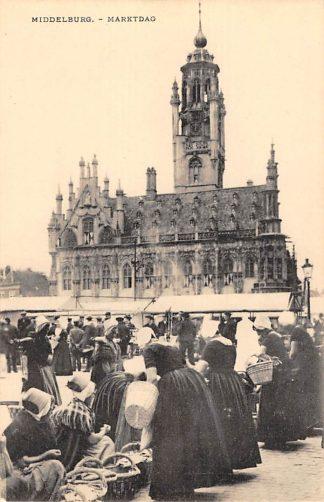 Ansichtkaart Middelburg Marktdag Markt met klederdracht Volksleven Straatleven HC14039