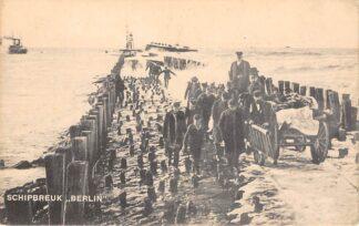 Ansichtkaart Hoek van Holland Schipbreuk Berlin Kapitein Jansen aan het hoofd van de Reddingsbrigade Scheepvaart HC14221