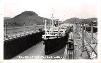 Ansichtkaart Panama Transiting the Panama Canal Fotokaart Scheepvaart Schepen Noord-Amerika America HC14568
