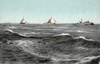 Ansichtkaart Scheveningen  Sleepboot met sleep vissers schepen op zee Scheepvaart HC14607
