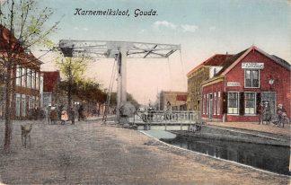 Ansichtkaart Gouda Karnemelksloot met Spoorbrug en Stationskoffiehuis Spoorlijn naar Schoonhoven HC14619