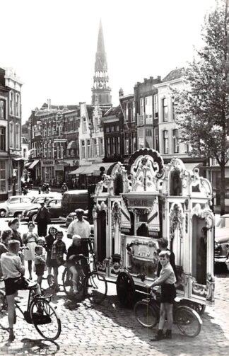 Ansichtkaart Gouda Markt en Wijdstraat met Draaiorgel De Lekkerkerkerk 1966 HC14634