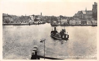 Ansichtkaart Dordrecht Gezicht op Dordrecht vanaf Zwijndrecht Veer pont 1941 Binnenvaart schepen HC14798