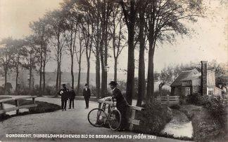 Ansichtkaart Dordrecht Dubbeldamscheweg bij de Begraafplaats (voor 1908) Deze kaart is uit 1934 HC14884