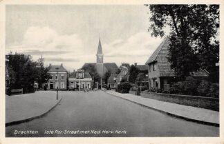 Ansichtkaart Drachten 1ste Par. Straat met Ned. Herv. Kerk 1939 HC14981