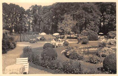 Ansichtkaart Nunspeet Hotel Ittmann Gedeelte van de tennisbanen met tuin en vijver Veluwe HC15036