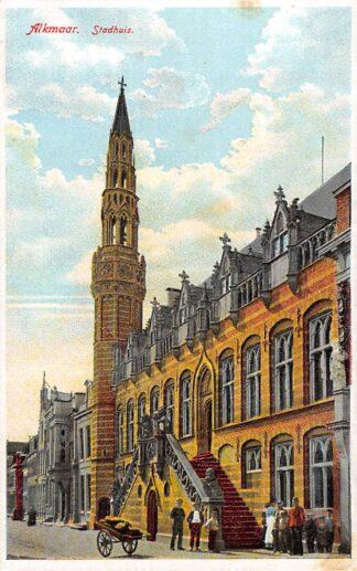 Ansichtkaart Alkmaar Stadhuis met volk HC15051