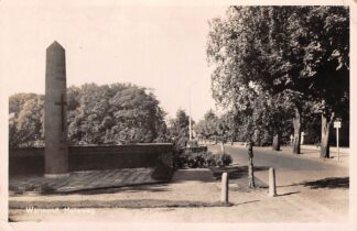 Ansichtkaart Warmond Hereweg met monument 1954 HC15259