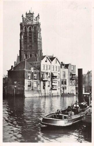 Ansichtkaart Dordrecht Gezicht op de Groote Kerk 1946 Sleepboot Binnenvaart schepen HC15385