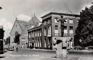 Ansichtkaart Wageningen Hotel de Wereld en kerk 1963 HC15550