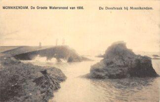 Ansichtkaart Monnickendam De Groote watersnood van 1916 De doorbraak bij Monnickendam HC15553