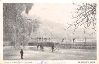 Ansichtkaart Purmerend De nieuwe brug met fietser en wandelaars op het ijs in de winter HC15580