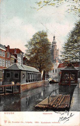 Ansichtkaart Gouda Gouwe Vischmarkt Boomstammen in het water 1904 HC15776