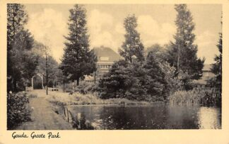 Ansichtkaart Gouda Van Bergen IJzendoorn Park Groote Park met brug en Villa Elisabeth 1943 HC15830