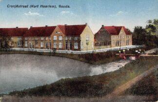 Ansichtkaart Gouda Cronjestraat met brug Kort Haarlem Gompers HC15833