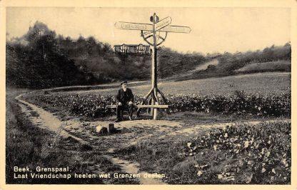 Ansichtkaart Beek (GD) Grenspaal met Duitsland Laat vriendschap heelen wat Grenzen deelen 1937 HC15913