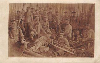 Ansichtkaart Duitsland Militair WO1 Fotokaart Soldaten aan het houtzagen Deutschland Europa HC15940