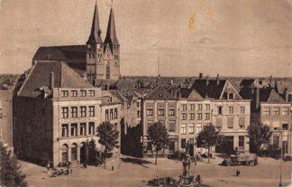 Ansichtkaart Deventer Brink met fontein en Bergkerk 1945 HC16071
