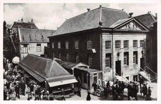 Ansichtkaart Delft Vischmarkt met Korenbeurs met volk 1950 HC16169