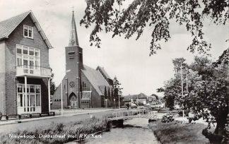 Ansichtkaart Nieuwkoop Dorpsstraat met R.K. Kerk HC16228