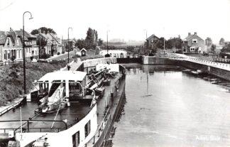 Ansichtkaart Arkel Sluis met binnenvaart schip 1965 Schepen Scheepvaart HC16234