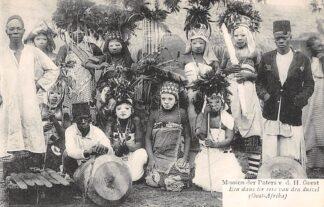 Ansichtkaart Weert Missien der Paters v.d. H. geest Een dans ter eere van den duivel (Oost-Afrika) Afrika HC16430