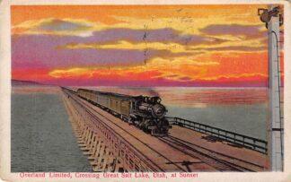 Ansichtkaart USA Utah Overland Limited Train Crossing Great Salt Lake at sunset Railways Noord-Amerika HC16563
