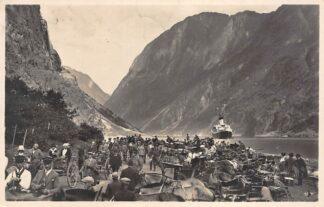 Ansichtkaart Noorwegen Gudvangen Aankomst Veer boot 1927 Scheepvaart Paard en wagens Aurland Norge Norway Europa HC16636
