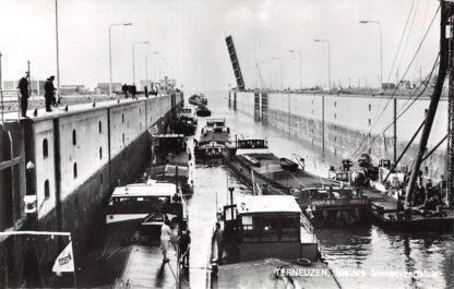 Ansichtkaart Terneuzen Nieuwe binnenvaart sluis Arentje II van K. & R. Kombrink uit Amsterdam 1969 Schepen Scheepvaart HC16828
