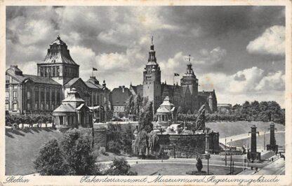 Ansichtkaart Duitsland Stettin Hakenterrasse mit Museum und Regierungsgebaude Polen Szczezin Polska Deutschland Europa HC16856