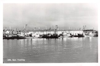 Ansichtkaart Urk Gem. Visafslag met vissers schepen UK 1 UK 6 en UK 52 HC16863