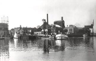 Ansichtkaart Zo was Dordrecht Papendrechtse Veer Gasfabriek 1937 Binnenvaart schepen Scheepvaart HC16968