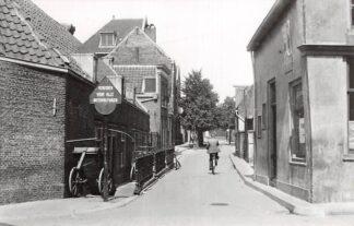 Ansichtkaart Zo was Dordrecht Lindenstraat richting Museumstraat 1937 HC16975