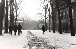 Ansichtkaart Zo was Dordrecht Johan de Wittstraat omstreeks 1905 Winter en tramspoor HC16977