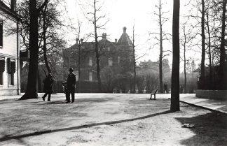 Ansichtkaart Zo was Dordrecht Oudenhovenstraat Joh. de Wittstraat omstreeks 1935 HC16982
