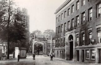 Ansichtkaart Zo was Dordrecht Nieuwe Haven Engelenburgerweg en Blauwpoort omstreeks 1905 HC17004
