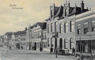 Ansichtkaart Gouda Kattensingel met rechts verdwenen hotel restaurant Vredebest 1908 HC17078