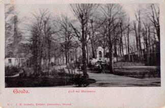 Ansichtkaart Gouda Houtmansplantsoen met links Stoomgemaal en rechts monument Van Bergen IJzendoorn HC17084