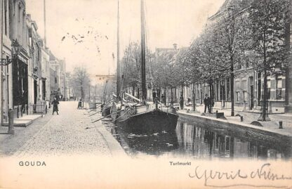"""Ansichtkaart Gouda Blauwstraat Turfmarkt met tjalk """"Ken u zelve""""van aardappelhandel B.L. van Veen Binnenvaart schepen 1903 HC17125"""