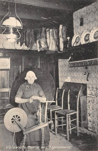 Ansichtkaart Elspeet Veluwsche Boerin aan 't spinnewiel Veluwe 1920 HC17186
